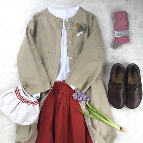 *赤いスカートを春らしく履きこなすには…