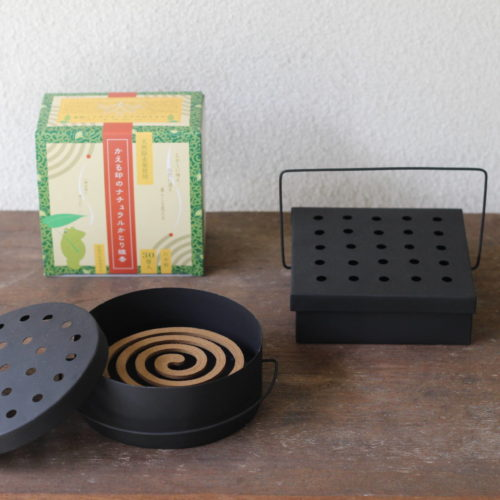 *warangwayanの蚊取り線香入れ と かえる印のナチュラル蚊取り線香